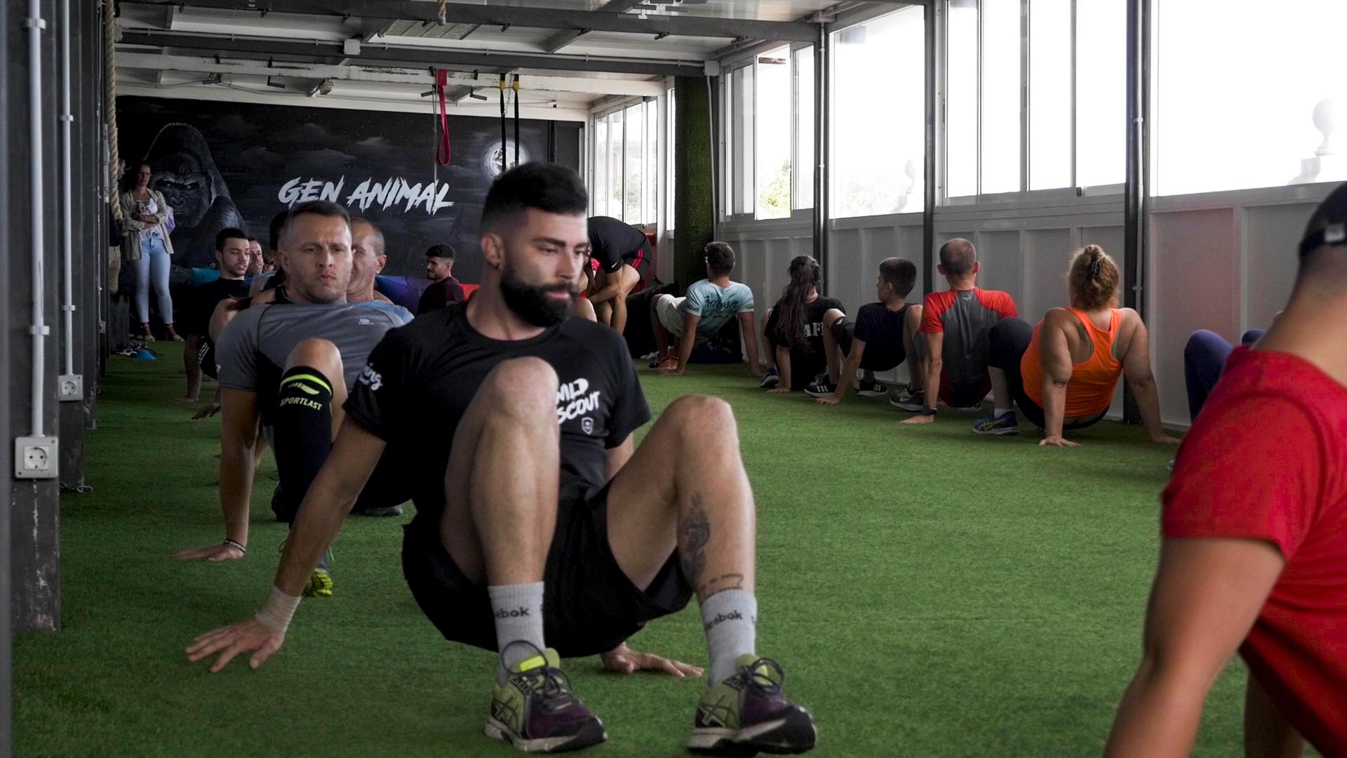 Clientes haciendo ejercicio en el gimnasio Hara Sport Center en Tenerife